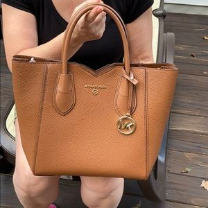 Michael Kors MAE Leather MD MSGR Handbag Purse Bag